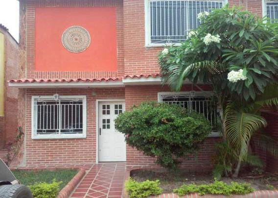 Townhouse En Conj. Res. Victoria Hill, La Victoria