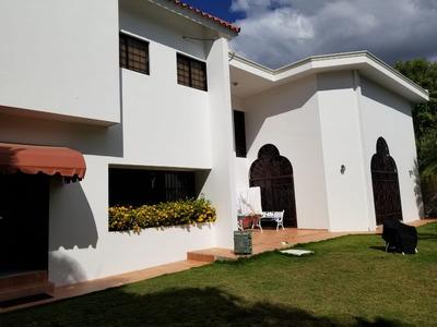 Noves Vende Casa En Moca, Espaillat