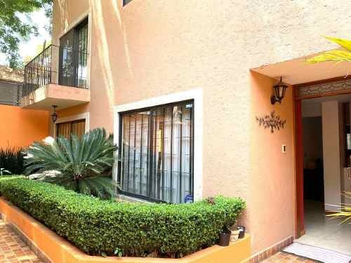Estupenda Casa En Condominio 3r, 3.5 B, 3 Autos.