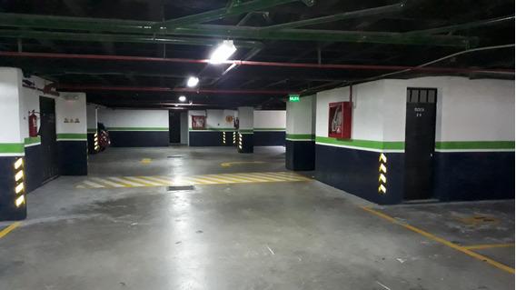 Estacionamiento En Edificio Nuevo En Lomas De Monteserrín
