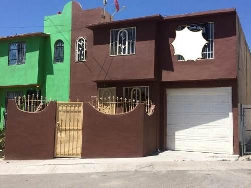 Casa En Venta En Fraccionamiento El Refugio, 4 Recamaras