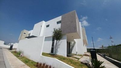 Hermosa Casa En Cañadas Del Lago, 3 Recámaras, 2.5 Baños, Jardín, Alberca, Linda