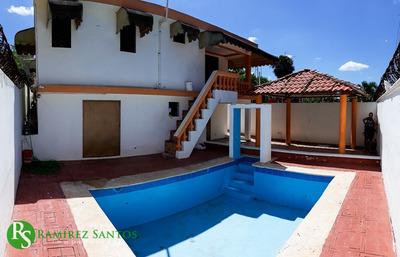 Casa Con Piscina En Av. Hispanoamericana (urb. Villa Centro)
