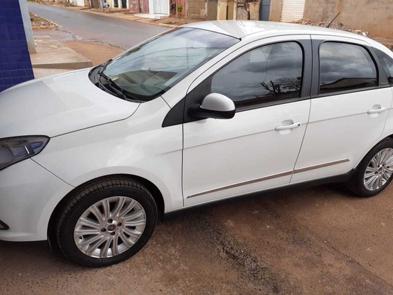 Fiat Grand Siena 1.6 16v Essence Flex 4p 2012