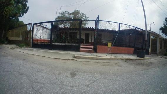 Casa En Venta En Las Trinitarias Barquisimeto Cod 20-18443