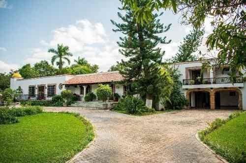 Preciosa Casa De 3 Recámaras En Club De Golf La Ceiba Mérida