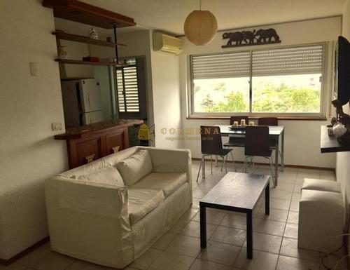 Apartamento En Muy Buena Ubicacion, De 2 Dor, 1 Baños. Para Alquiler Consulte!!!!!!!- Ref: 2005
