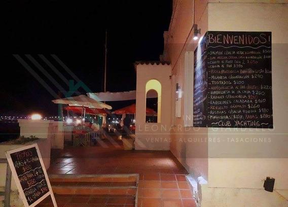 Restaurante Equipado Sobre Muelle, Yacht Club Y Pesca