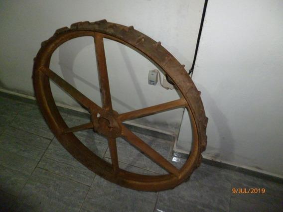 Rueda De Tractor O Maquinaria Antigua De Hierro Y Fundicion