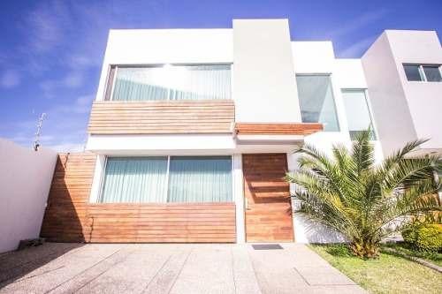 Casa En Venta En Fracc. Casa Fuerte, Santa Anita, Tlajomulco De Zuñiga, Jal.