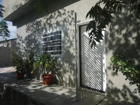 Bella Casa En Alquiler En Barquisimeto #21-1389