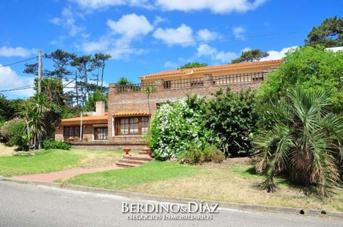 Casa - Playa Mansa- Ref: 651