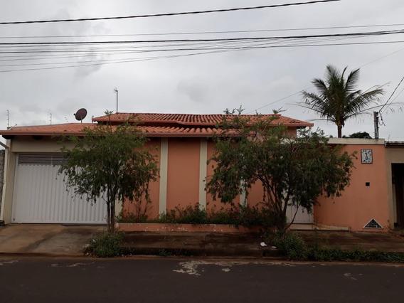 Linda Casa Situada No Bairro De Fatima (valor Negociável)