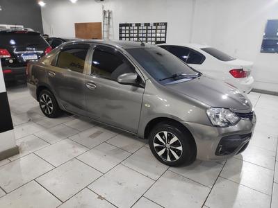 Toyota Etios Sedán X