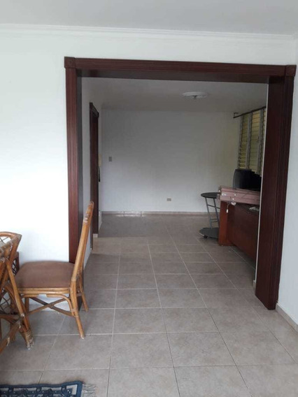 Apartamento De 3 Habitaciones En Alquiler En Gazcue