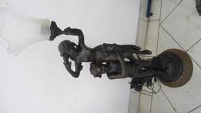 Estatua - Homem Com Menino No Ombro - Luminaria