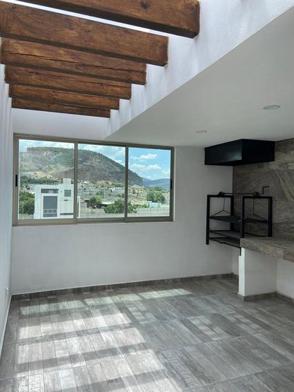 Casa De 3 Niveles, 3 Recamaras, Estudio Y Terraza