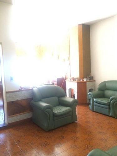 Imagen 1 de 13 de Casa 3 Ambientes Con Fondo Liniers