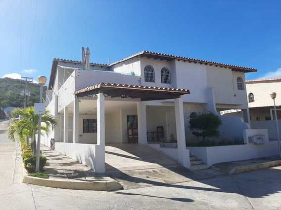 Espectacular Townhouse, Con Jacuzzi En Los Robles