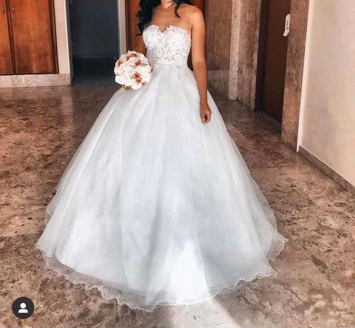 Imagem 1 de 4 de Vestido De Noiva