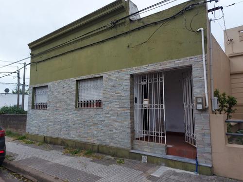 Oportunidad 2 Casas, 2 Dorm C/u, Jardin, Parrillero, Garages