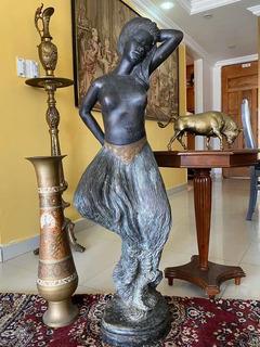 Escultura De Bronce Dama Firmada Y Numerada Gigante.