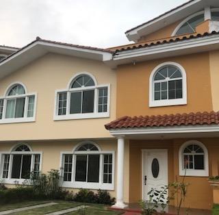 Casa En Venta 4 Habitaciones En Santo Domingo
