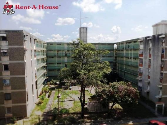 En Venta Apartamento En Zona Céntrica LG Mls #20-3208. Rah
