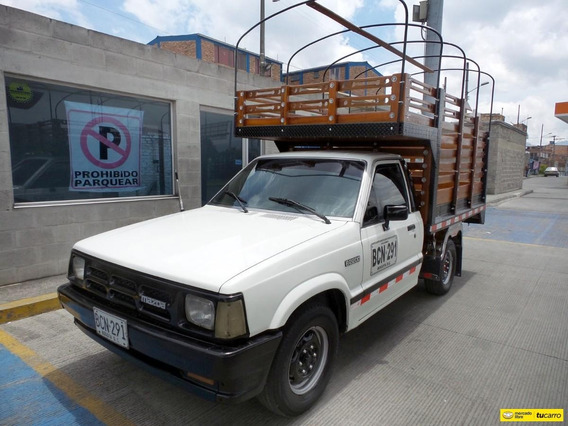 Mazda B 2200 Estacas