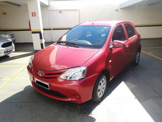 Toyota Etios X 1.3 Flex 16v 5p Vermelho 2014