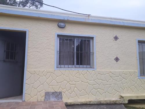 Casa 3 Dormitorios. 2 Baños