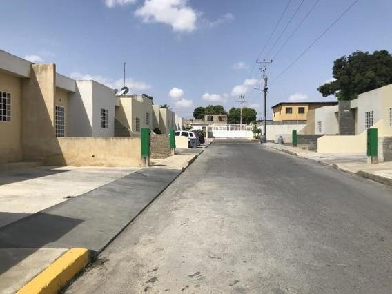 Casa En Alquiler En Cabudare Lara 20-11002 Rr