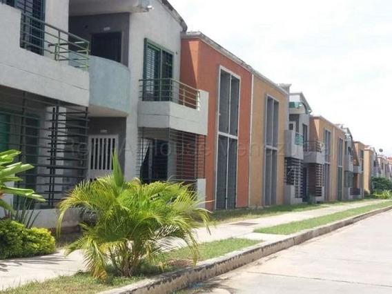 Townhouse En Venta Paraparal Valencia 20-8026 Gz
