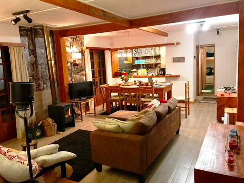 Imagen 1 de 12 de Hermosa Casa Borde Lago Villarrica