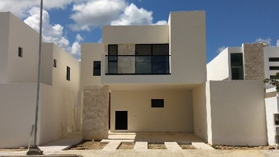 Casa En Privada Avenida Conkal Lote 49, Dos Plantas
