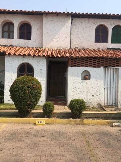 Town House 3 Hab 2 1/2 Baños Completamente Remodelada