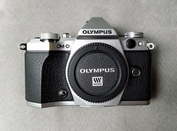 Câmera Olympus Om-d E-m5 Mark Ii Em5 M2 Novíssima 4900 Clics