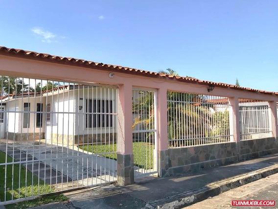 Casa En Venta En Valencia Código:idc-1171 .,,