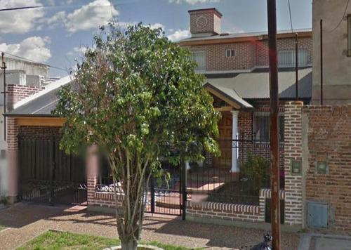 Casa En Venta En Campana Centro. 3 Dormitorios. Cochera. Patio