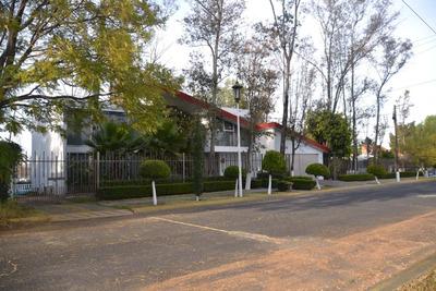 Residencia Con Cancha De Tenis En Renta