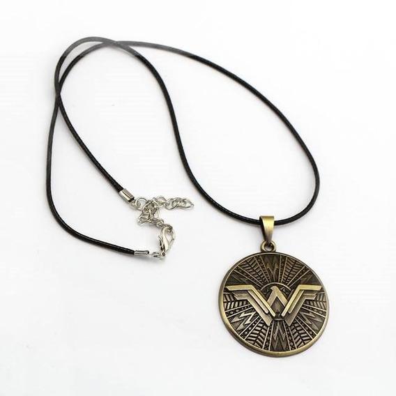 Colar / Pingente - Mulher Maravilha (escudo).