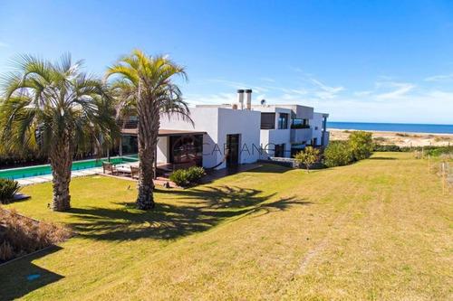 Deslumbrante Casa En Primera Linea!- Ref: 2640