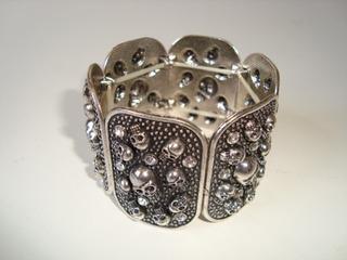 Pulseira Bracelete Elástica Metal Prateado Strass Caveira