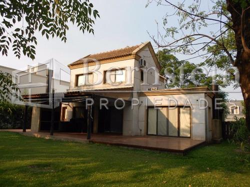 Casa En Venta :: 4 Ambientes :: Altos Del Sol :: 600m2