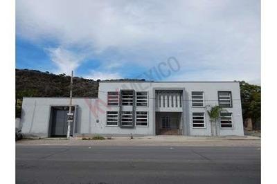 Edificio Comercial Sobre Avenida Principal Entre Ajijic Y Chapala
