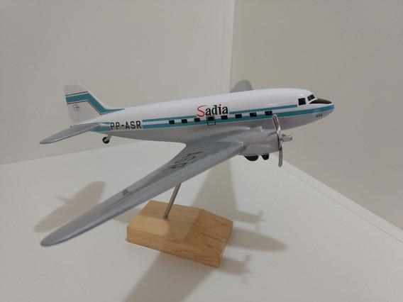 Maquete De Avião Em Resina Dc-3 Sadia - (27 Cm)