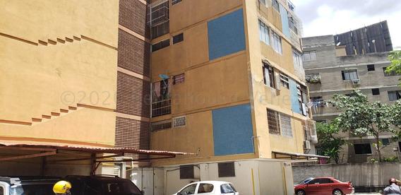 Apartamento En Alquiler - Clnas. De Bello Monte - 20-24040