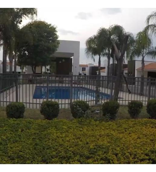Residencia En Esquina, 3.5 Millones Cerca De Comercios Y Upa