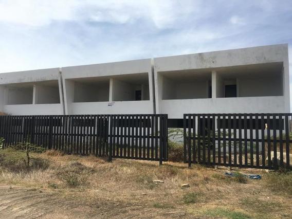Disponible Casa En Venta Puerta Maraven 20-1627