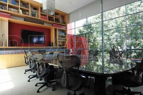 Oficina En Penthouse, De 89m2 Amueblada Y Con Servicios